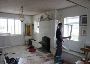 Sam fitting shutters on Kirsties Home Made for C4
