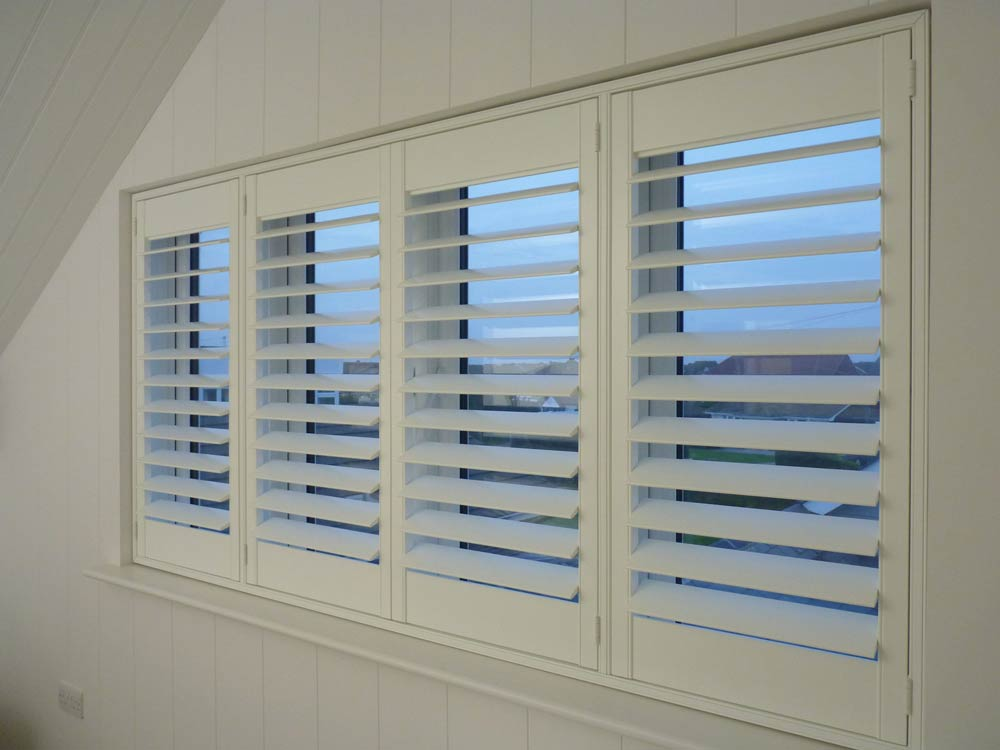 4 shutters in a panelled recess