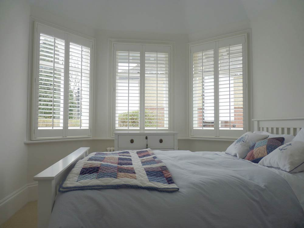 Sash bay with shutters