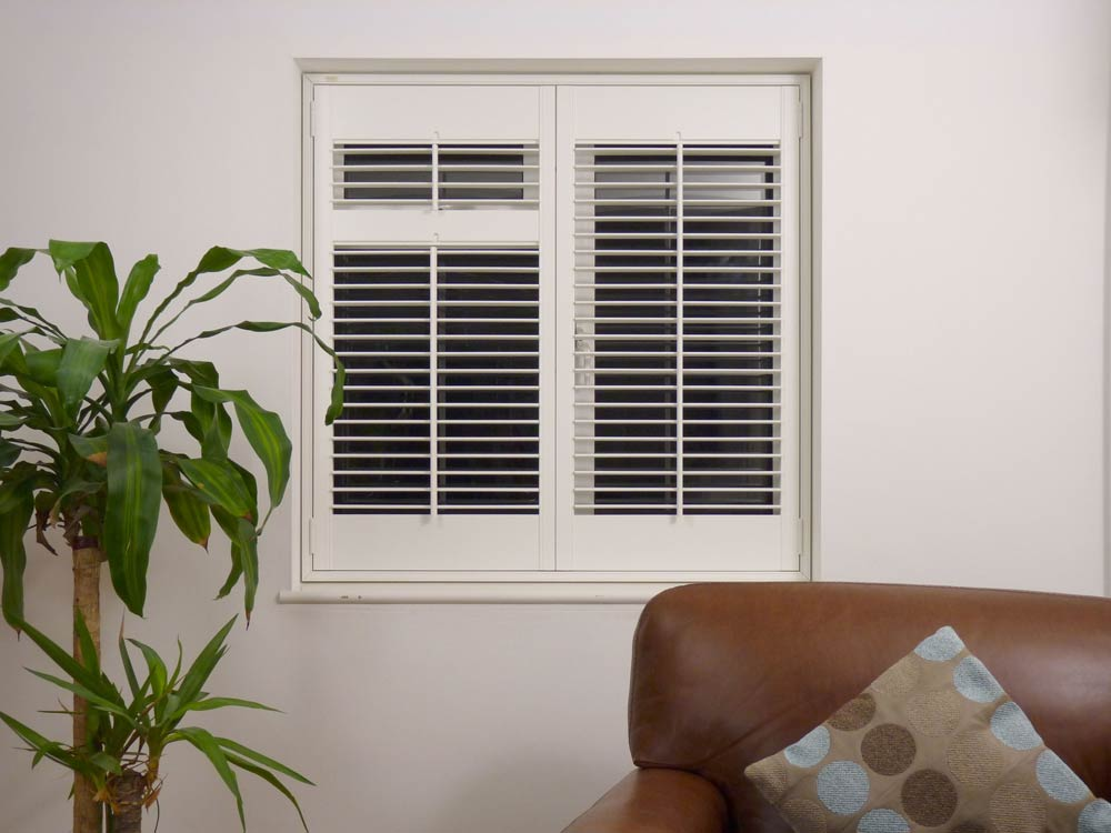 Small 47mm louvred window shutters.