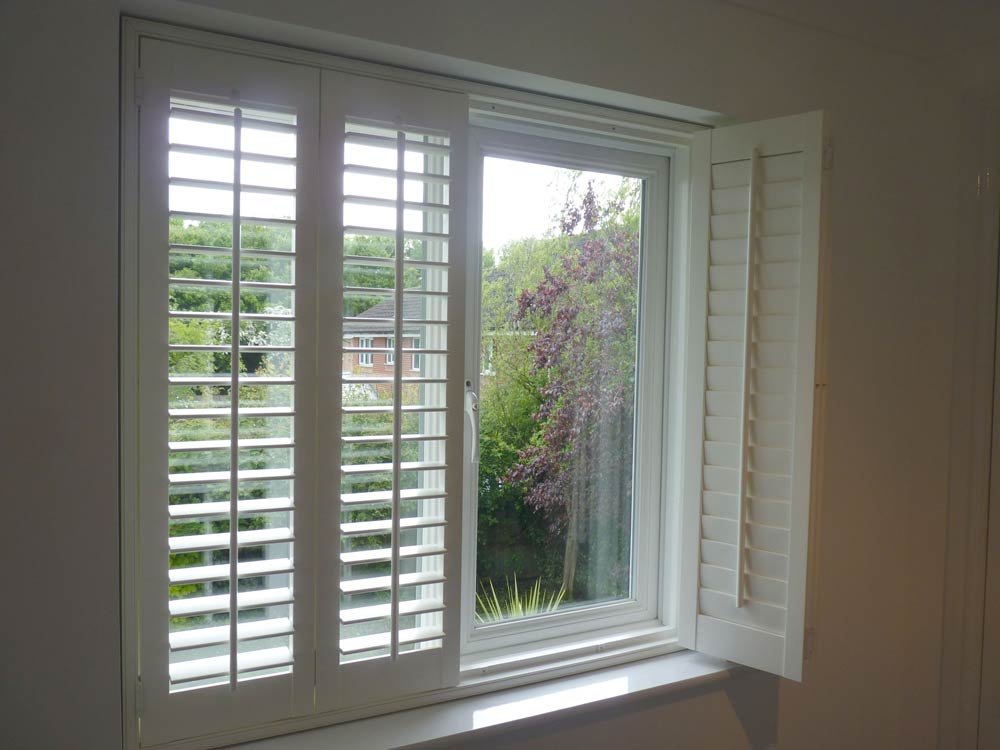 2 shutters bifolded to the right