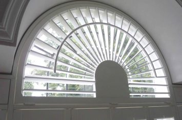Curved fan top shutters