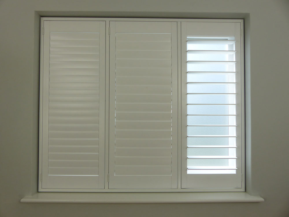 Large 89mm louvres with hidden tilt