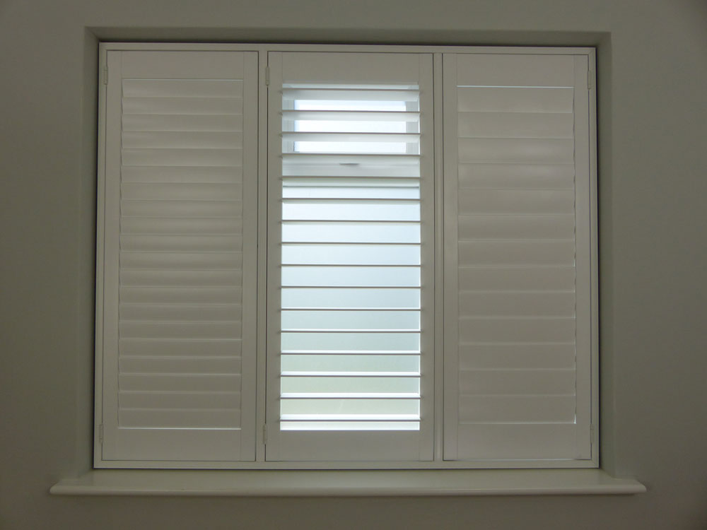 Medium 76mm louvres with hidden tilt