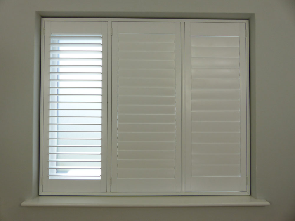 64mm louvres with hidden tilt